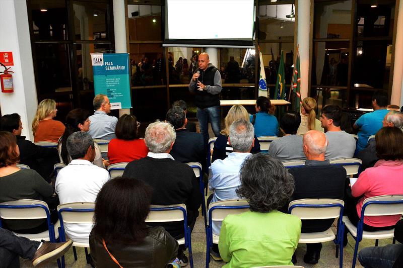 Mais de 120 moradores participaram da consulta pública para apontar as principais demandas da região, nesta segunda-feira (29/5)