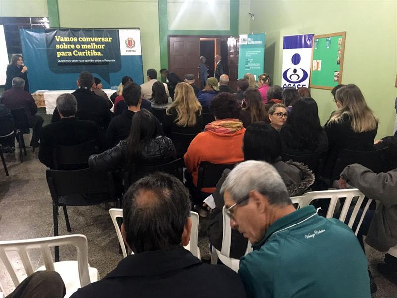 Mais de 200 pessoas lotaram o salão de eventos da Igreja Santa Efigênio no Barreirinha na noite de ontem.