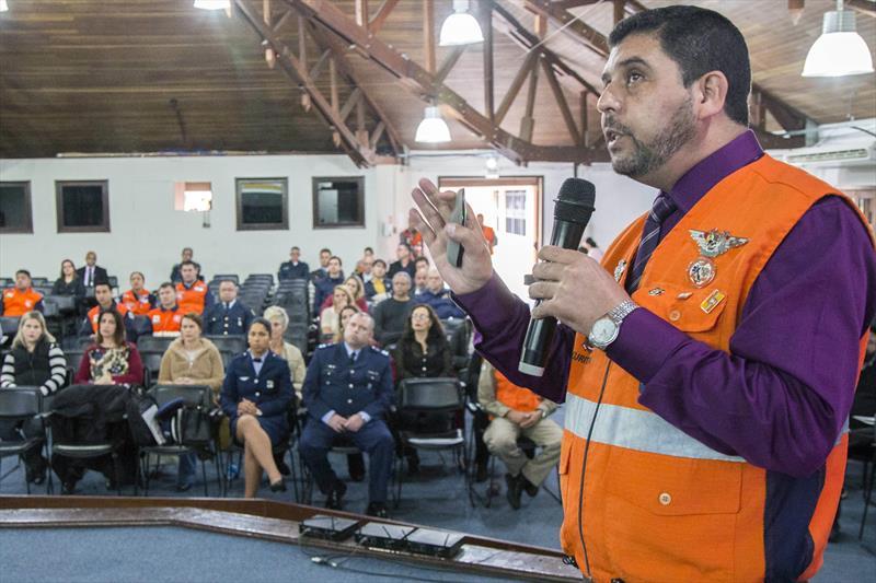 Servidores da Prefeitura e integrantes da Defesa Civil participaram de seminário sobre gestão de riscos.