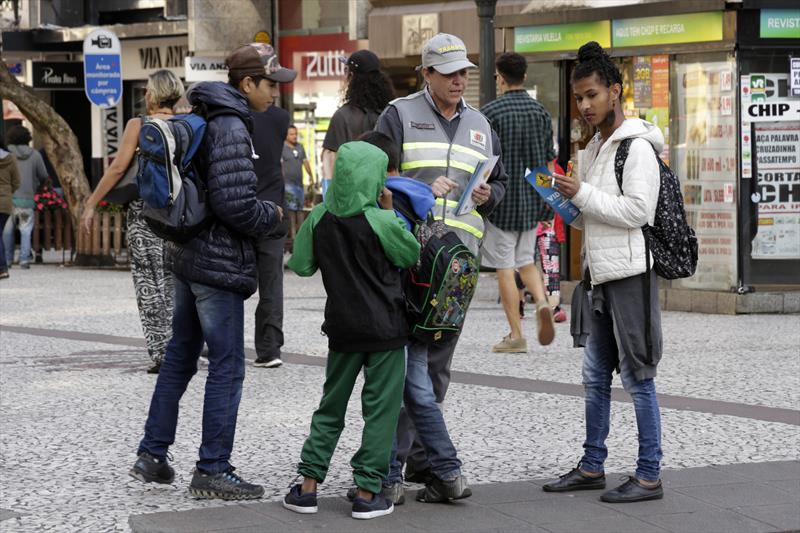 Eles deram informações e conversaram sobre a convivência com motoristas e ciclistas no calçadão da Rua XV de Novembro e na Boca Maldita.