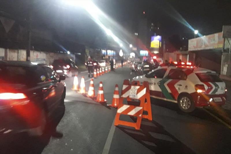 Blitze flagram motoristas em irregularidades