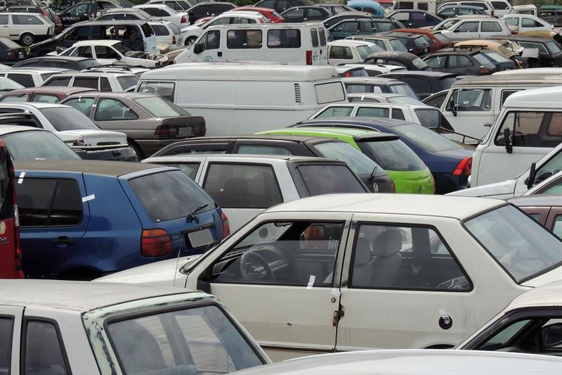 Carros com R$300 mil em multas caem em blitze