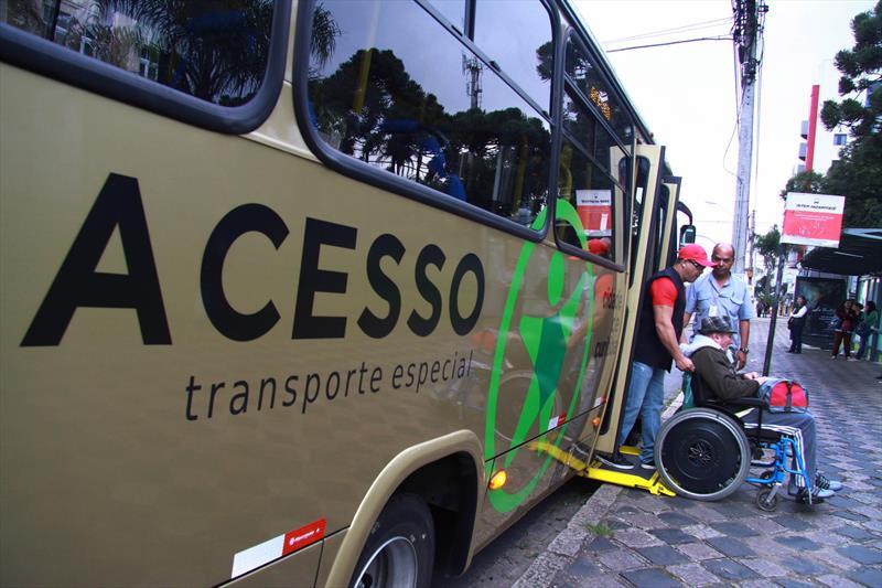 A Prefeitura conquistou a premiação Mayors Challenge do Instituto Bloomberg, no valor de 50 mil dólares, para desenvolvimento de melhorias no Transporte Especializado Acesso.<br /> - Na imagem, ônibus acesso.<br />Foto: Valdecir Galor/SMCS