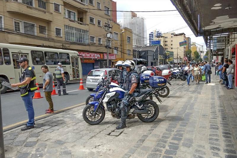 Blitz flagra motorista embriagado e veículos de transporte irregulares. foto: Divulgação/Setran