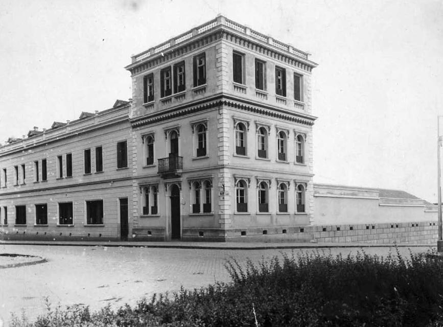Instituto Santa Maria visto a partir da Praça Santos Andrade, na década de 1930.