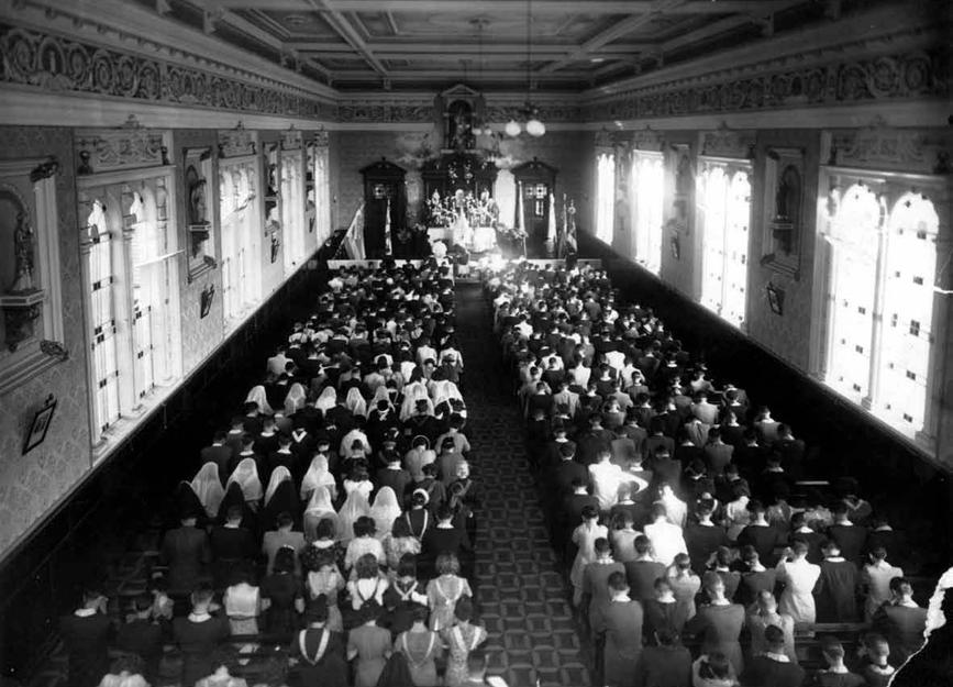 Interior da Capela do Instituto Santa Maria, em 1942.