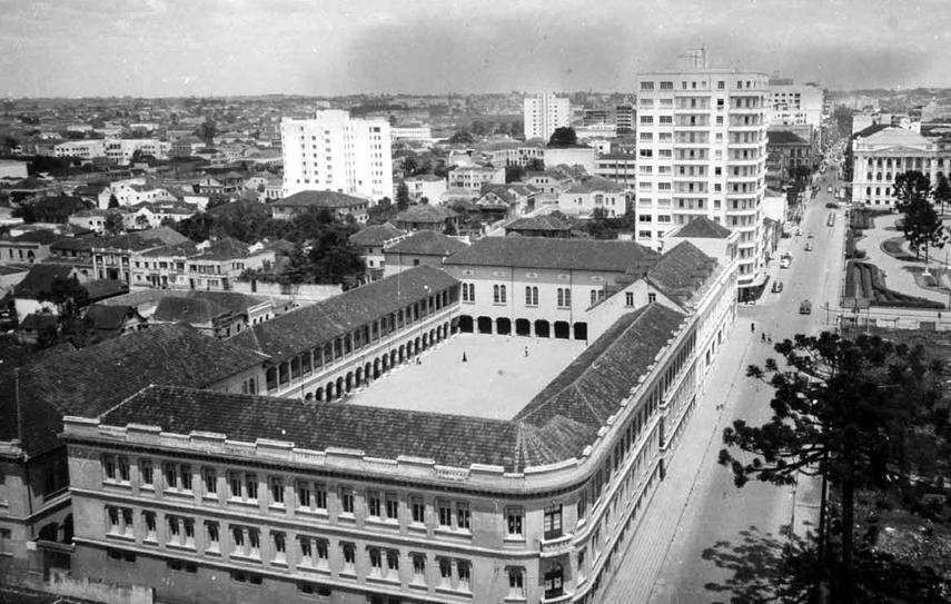 Conjunto arquitetônico do Instituto Santa Maria. Curitiba, em 1944.