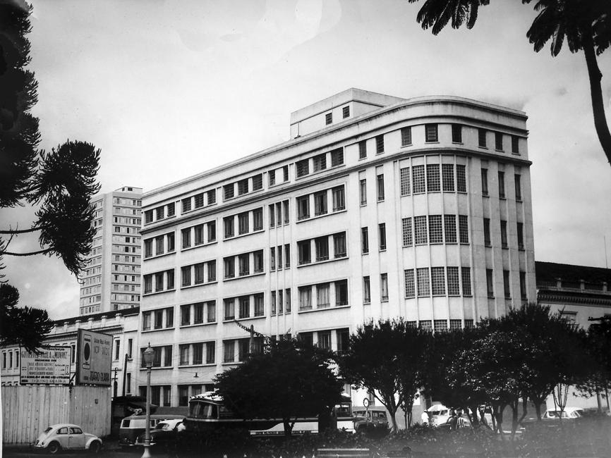 Edifício de sete pavimentos construído em 1960 e integrante do conjunto arquitetônico do antigo Instituto Santa Maria.