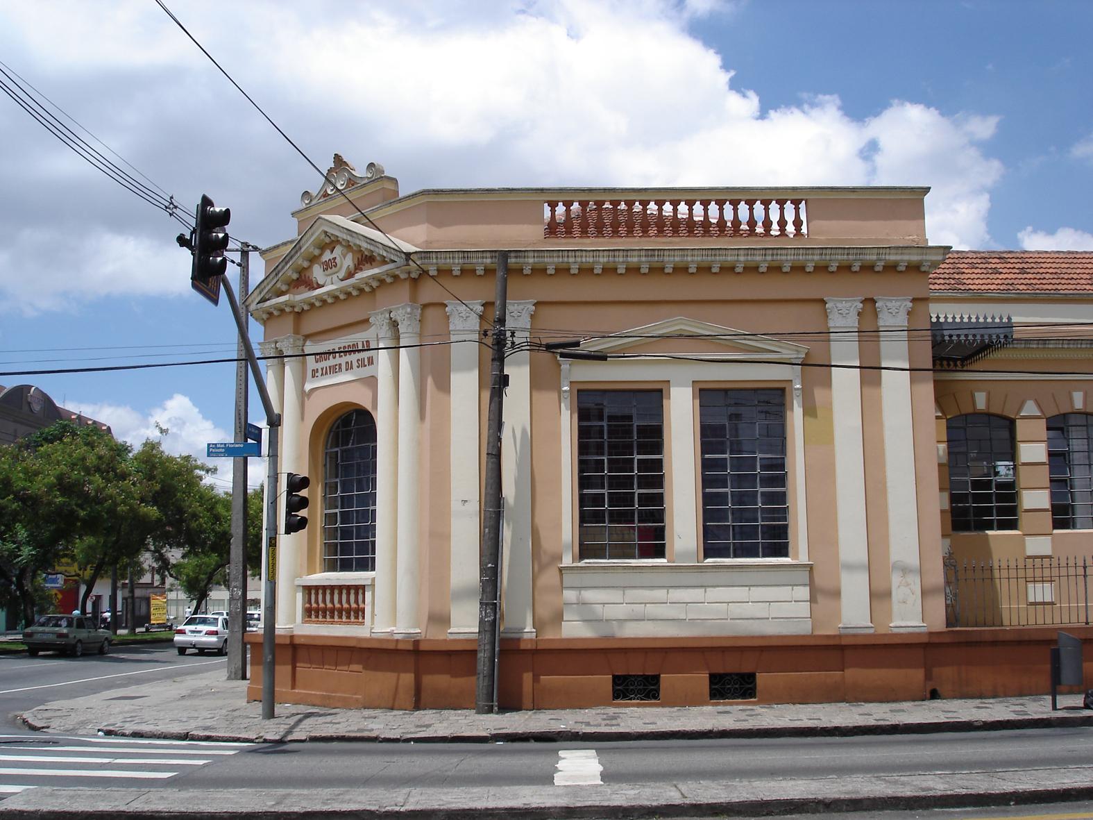 Detalhe da ala central do Colégio Estadual Dr. Xavier da Silva, em 2008.