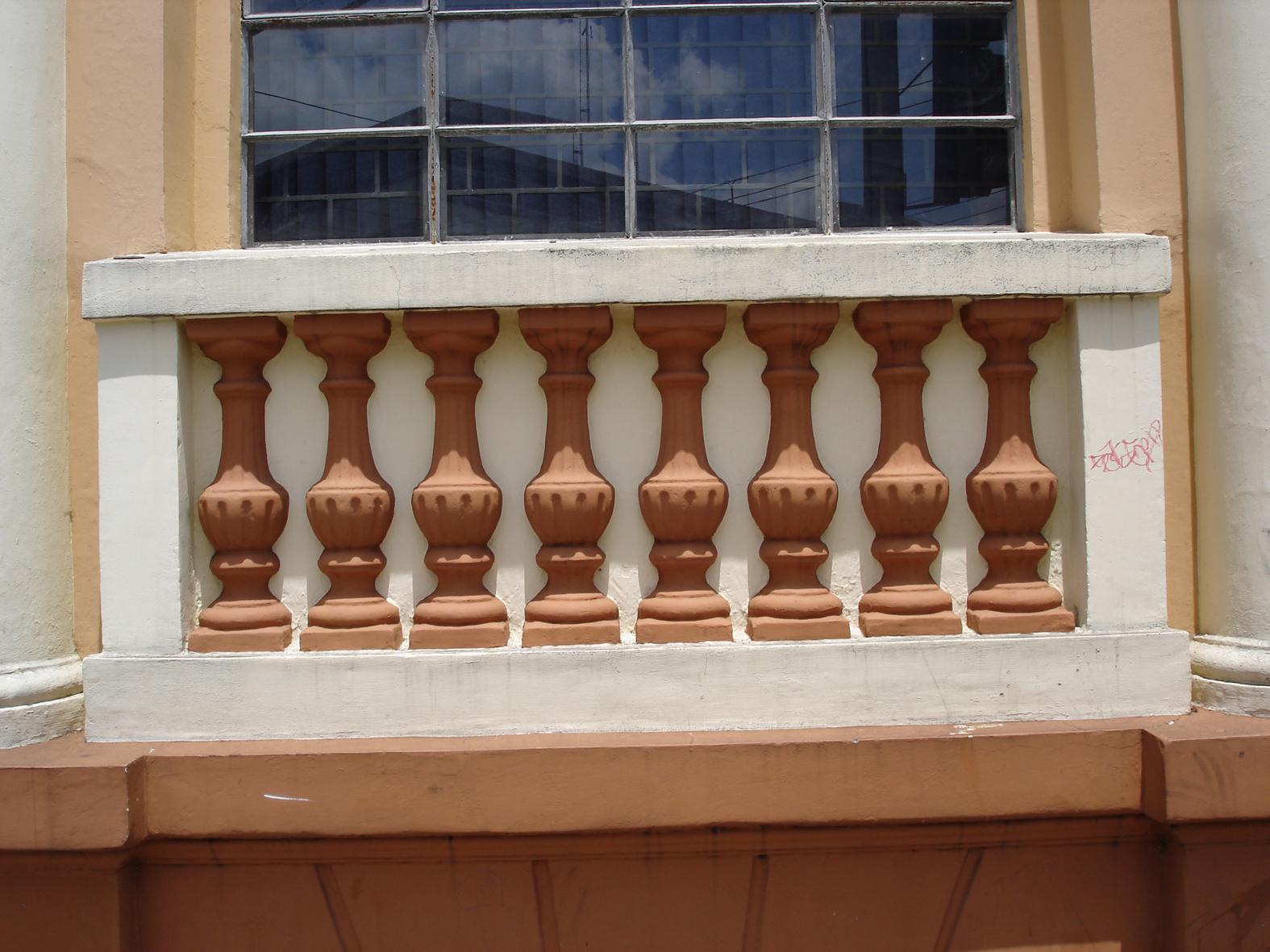 Detalhe ornamental da janela do Colégio Estadual Dr. Xavier da Silva, em 2008.