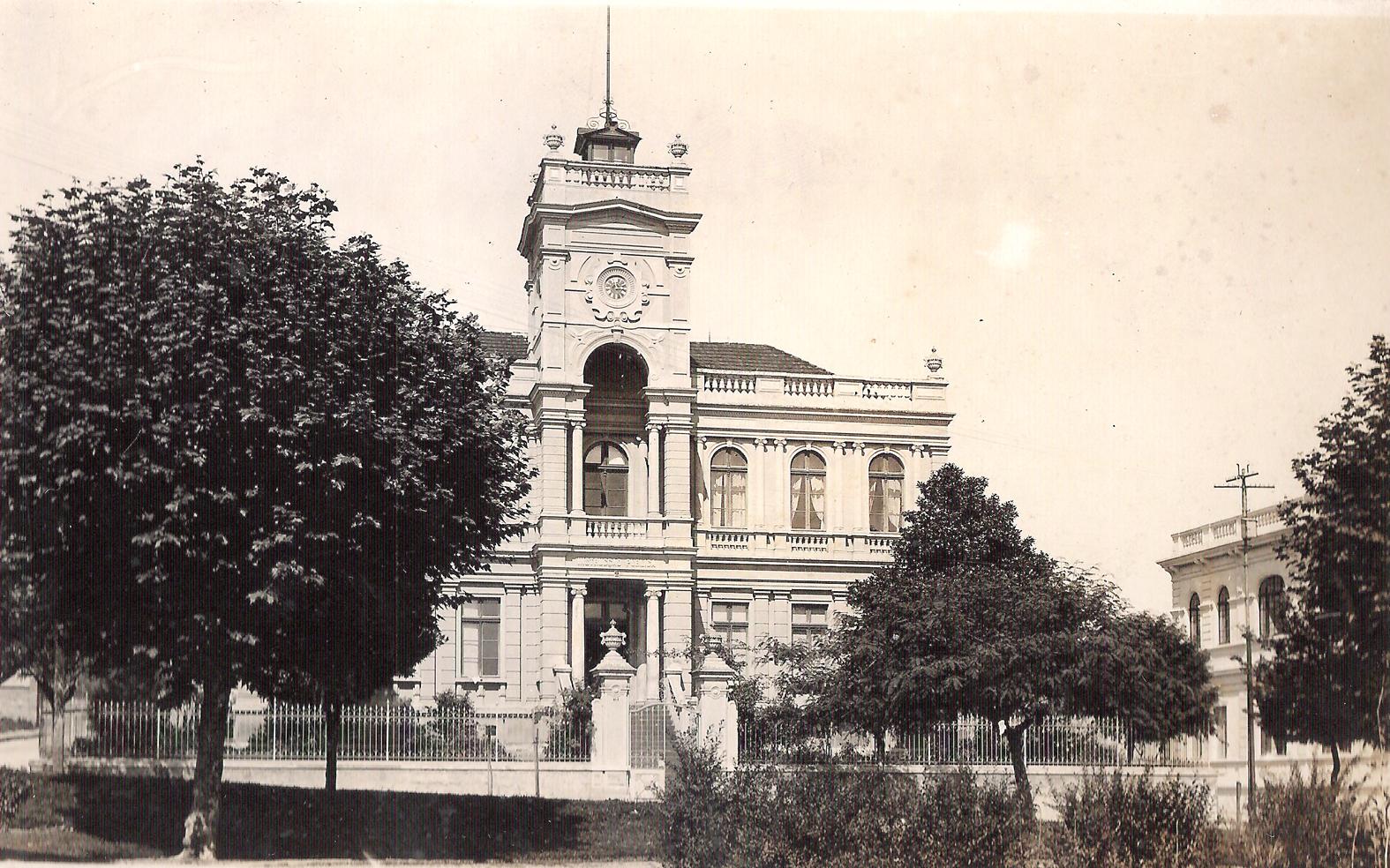 Edifício que abrigou o Ginásio Paranaense entre 1904 e 1950.