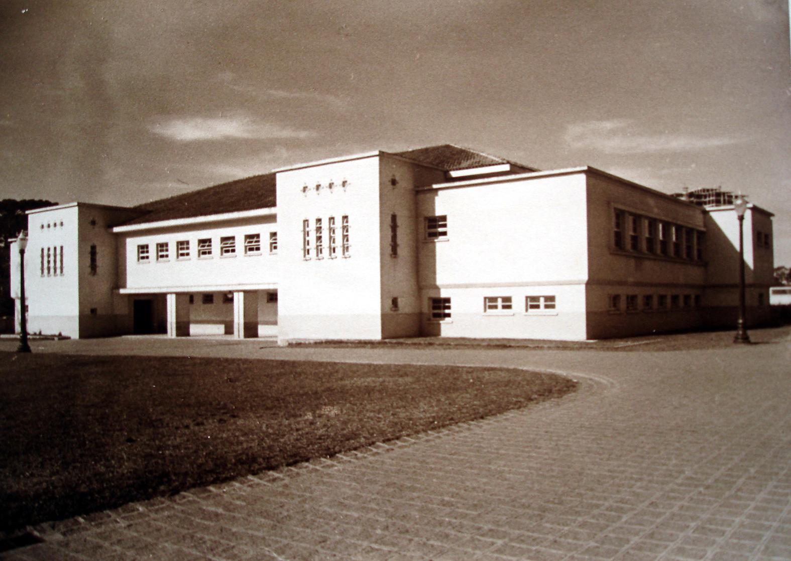 Ginásio de Esportes do Colégio Estadual do Paraná. A fotografia pertence ao Álbum de Inauguração da escola.