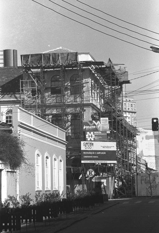 Restauro e reciclagem da edificação da esquina das ruas Mateus Leme e Treze de Maio, em 1993.