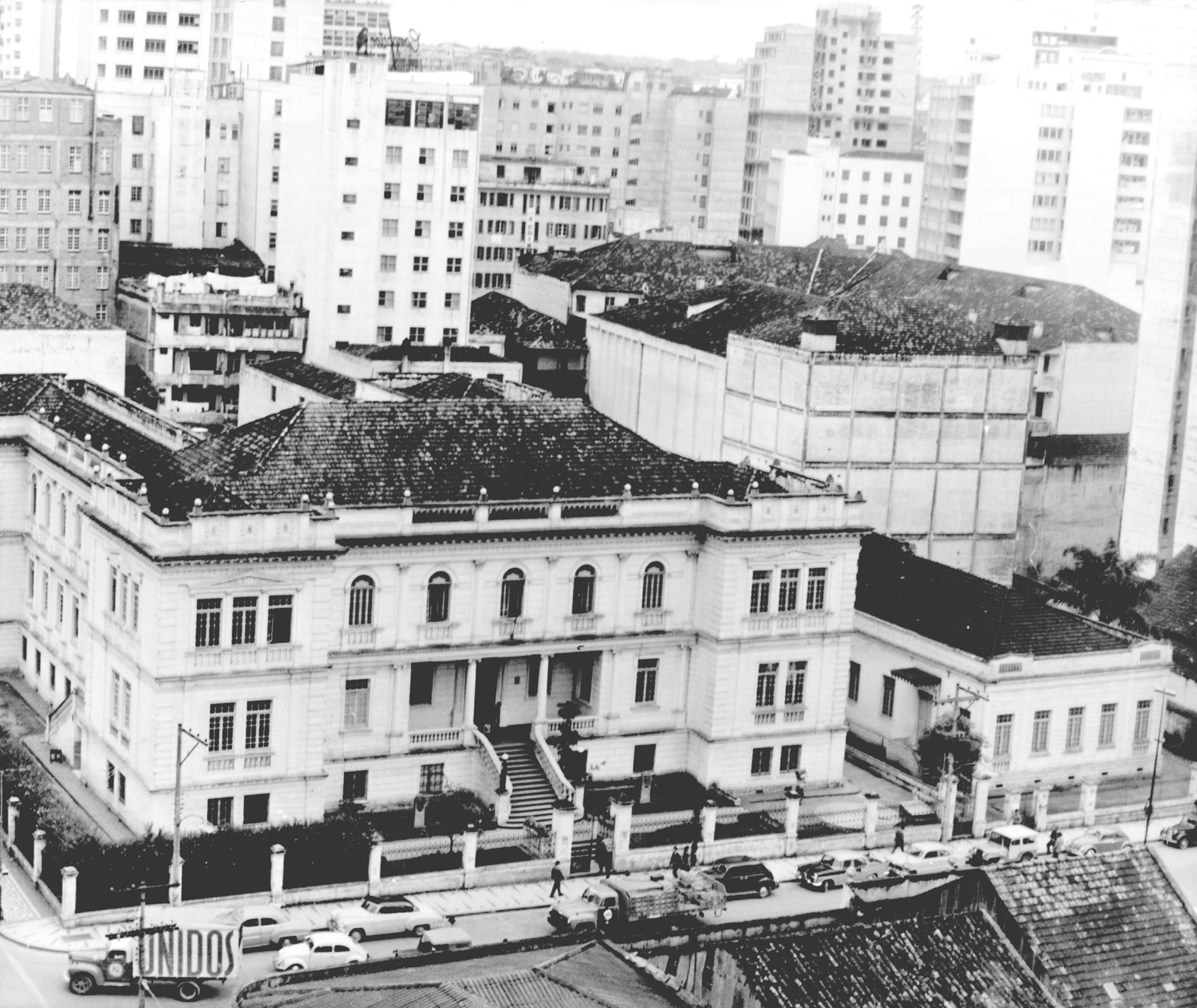 Vista do Instituto de Educação do Paraná Professor Erasmo Pilotto, década de 1960.
