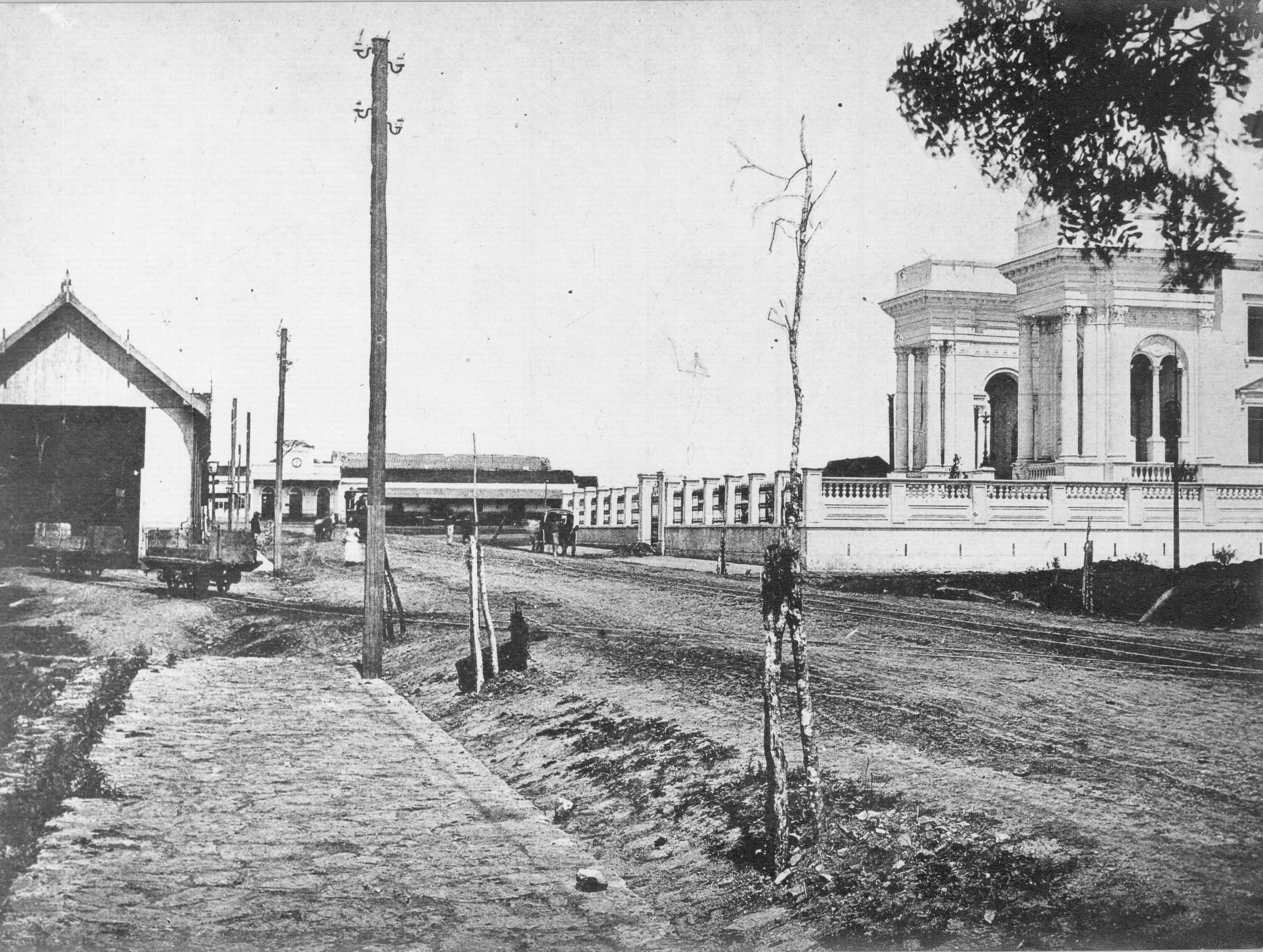 Rua da Liberdade, atual Barão do Rio Branco, no início do século XX. À direita, o Palácio do Congresso.