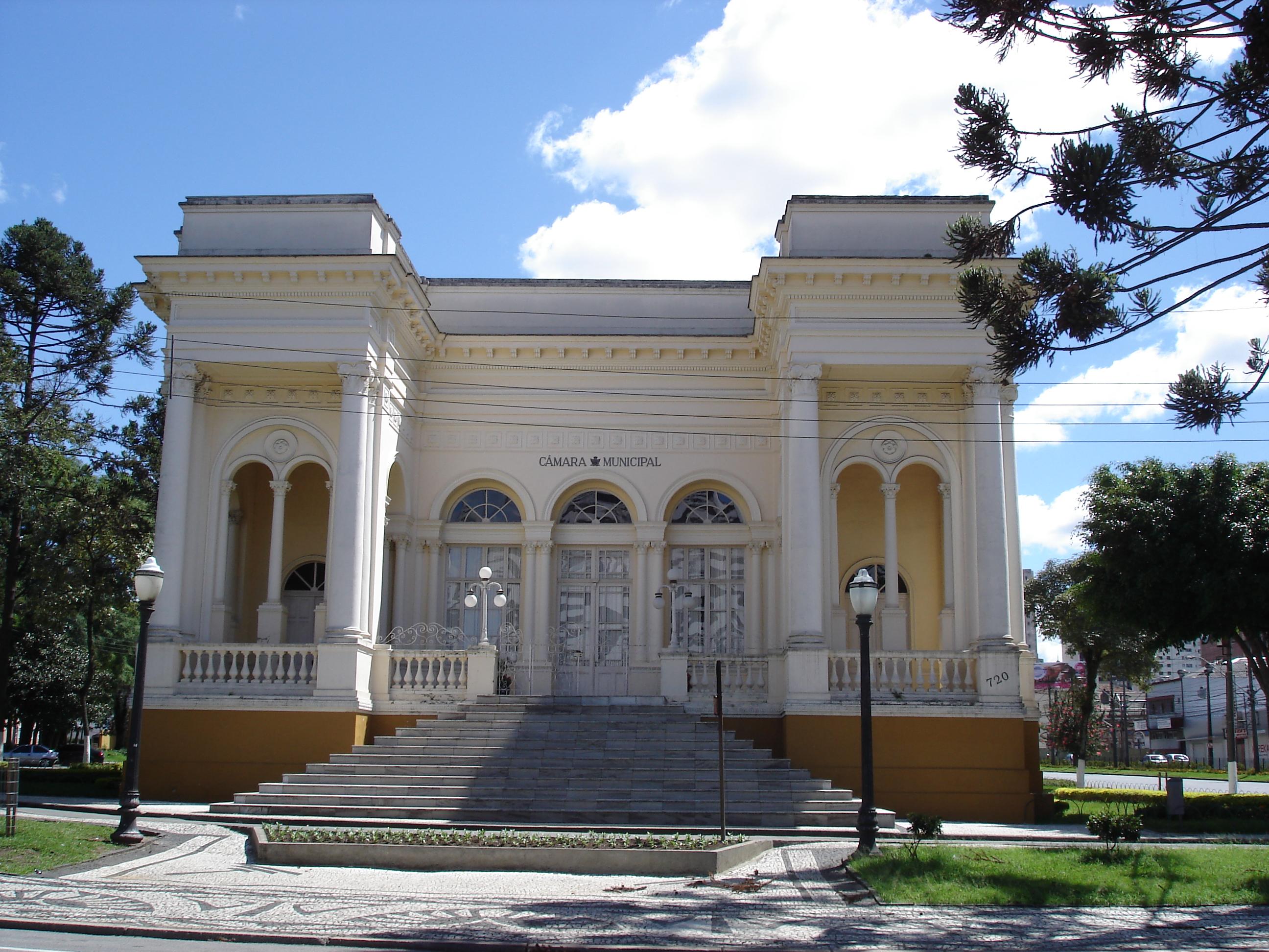 O Palácio Rio Branco, sede da Câmara Municipal de Curitiba, em 2010.