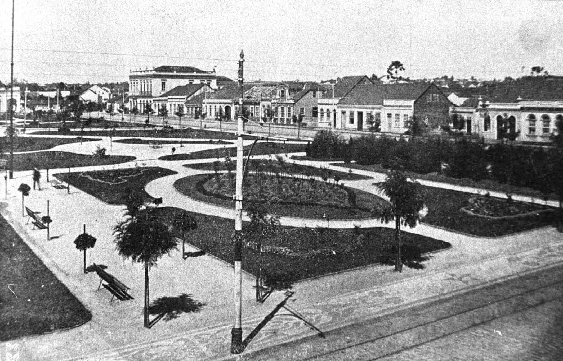 Praça Osório na década de 1920. Destaque para o novo desenho dos jardins, na face voltada para a Rua Voluntários da Pátria.