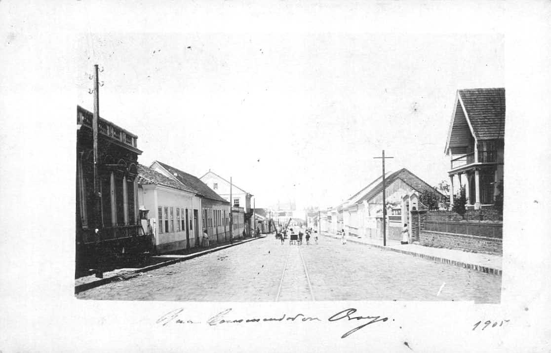 Rua Comendador Araújo, em 1905. Ao fundo, a Praça Osório.