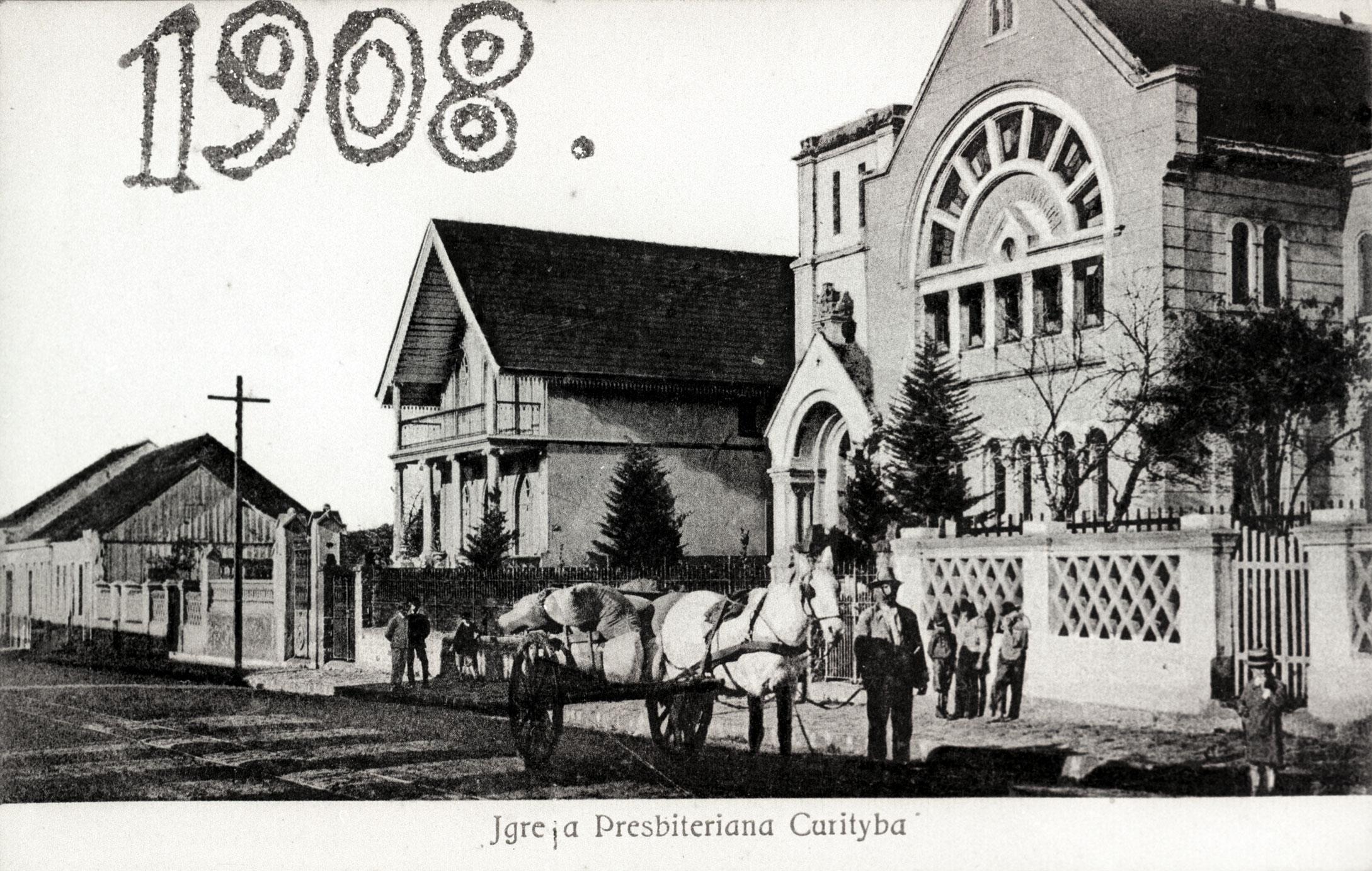 Rua Comendador Araújo, em 1908. Em primeiro plano, a Igreja Presbiteriana.